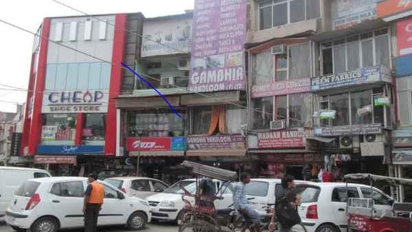 इसे भी पढ़ें- दिल्ली की तिलक नगर मार्केट अगले 5 दिनों के लिए बंद, कोरोना नियमों के उल्लंघन पर हुई कार्रवाई