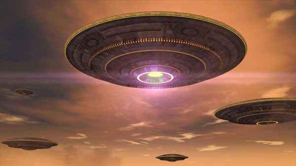 इंटरनेशनल स्पेस स्टेशन की जासूसी कर रहे हैं एलियंस? NASA की लाइव स्ट्रीमिंग में दिखे 10 UFO