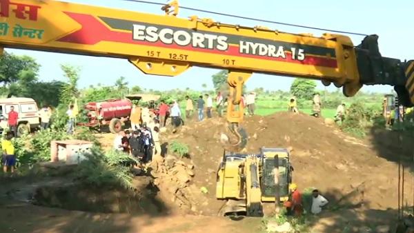मध्य प्रदेश के विदिशा में बड़ा हादसा: कुएं में गिरने से 4 की मौत, 19 लोगों को बचाया गया, रेस्क्यू ऑपरेशन जारी