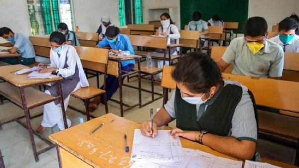 तमिलनाडु में स्कूल खुलने के बाद से अभी तक 30 से अधिक छात्र और शिक्षक हुए कोरोना संक्रमित, रैंडम टेस्टिंग जारी
