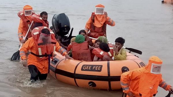 इसे भी पढ़ें- मध्य प्रदेश में भीषण बाढ़ से बिगड़े हालात, पीएम मोदी ने CM शिवराज से की बात, उतरी सेना