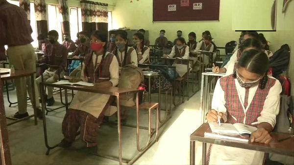 यह पढ़ें: पंजाब में आज से सभी कक्षाओं के लिए स्कूल खुले, विद्यार्थी बोले- हमें हाथ नहीं मिलाने, 2 गज दूर रहेंगे