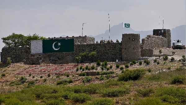ये भी पढ़ें-Article 370: 5 अगस्त के लिए पाकिस्तान ने की थी खास तैयारी, भारत के इस ऐक्शन से तिलमिलाया