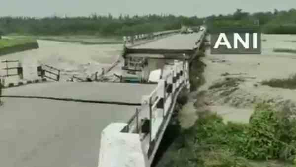 ये भी पढ़ें:- Uttarakhand Bridge Collapsed: जाखन नदी के ऊपर बना रानीपोखरी पुल ढहा, कई गाड़ियां भी नदी में समाईं
