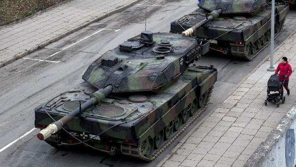 पागलपन की हद: टैंक के जरिए घर की सफाई करता था शख्स, देखकर सेना के उड़े होश, ऐसे सिखाया सबक
