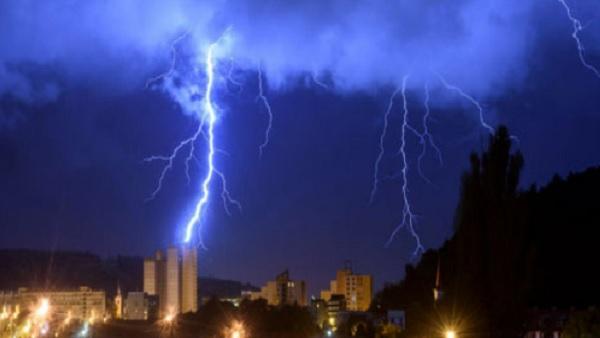 बलरामपुरः बिजली गिरने से एक ही परिवार के तीन लोगों की मौत, मृतकों में दो बच्चे भी शामिल