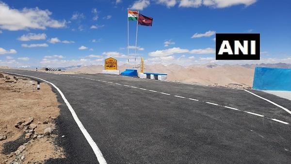 दुनिया के सबसे ऊंचे मोटरेबल पास उमलिंग ला पर फहरा तिरंगा, जैसलमेर में भारतीय वायुसेना ने दिखाए करतब