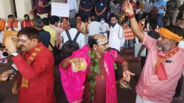 झारखंड विधानसभाः मॉनसून सत्र के तीसरे दिन भी BJP विधायकों का हंगामा, किया हनुमान चालीसा का पाठ