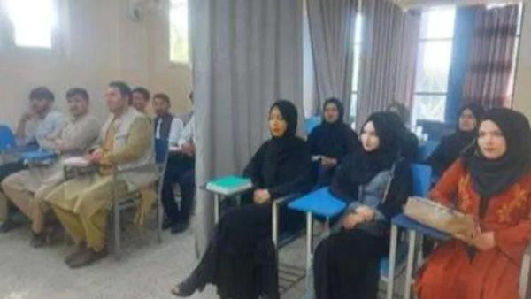 तालिबान का कट्टर चेहरा, कक्षाओं में लड़के-लड़कियों को अलग बैठा बीच में लगवाए पर्दे