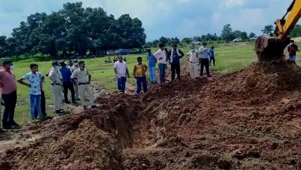 मध्य प्रदेश पुलिस के ASI की हत्या कर शव सिवनी के जंगल में दफनाया, जानिए पूरा मामला | Madhya Pradesh Police ASI Vijay Baghel murdered over land dispute - Hindi Oneindia