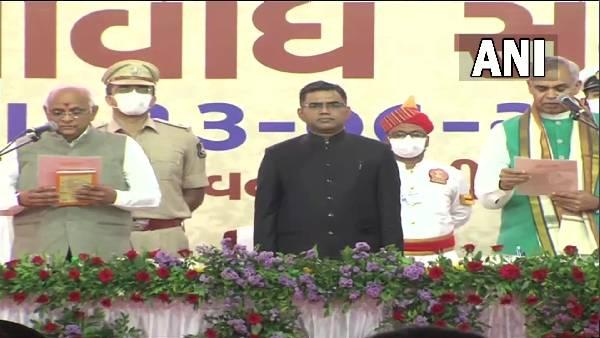 गुजरात के नए मुख्यमंत्री की ताजपोशी, भूपेंद्र पटेल ने राज भवन में ली शपथ