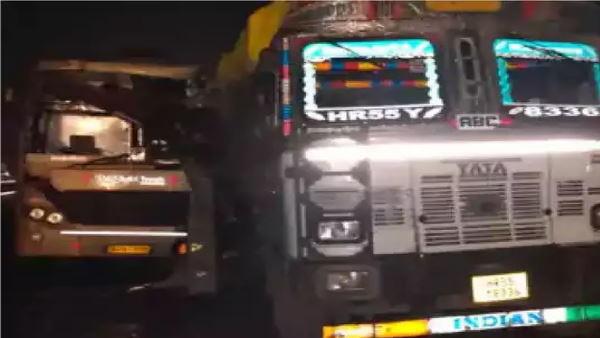 गुजरात में लिंबडी-अहमदाबाद हाईवे पर बस और ट्रक में हुई भयंकर टक्कर, 2 लोगों की मौत, कई जख्मी, 30 लोग बचाए गए