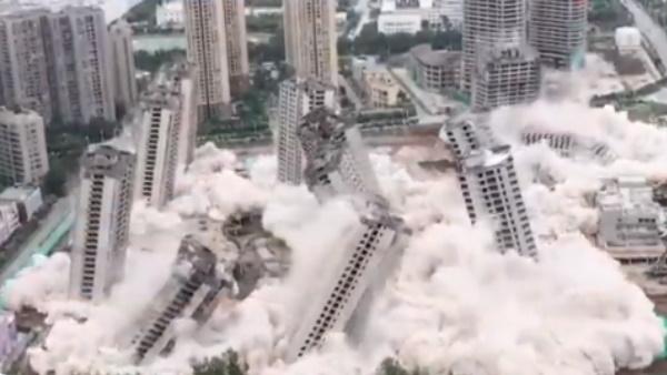 Watch: 45 सेकंड में धराशायी हुईं 15 गगनचुंबी इमारतें, दिल दहला देगा सामने आया ये Video