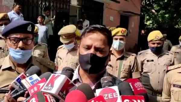 ये भी पढ़ें:- UP: मोस्ट वांटेड कल्लू पंडित को जौनपुर पुलिस ने किया मुठभेड़ में ढेर, कई जिलों में था आतंक