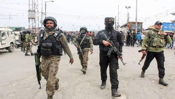जम्मू कश्मीर: उरी सेक्टर में आतंकी घुसपैठ की कोशिश, बंद की गई मोबाइल और इंटरनेट सेवा