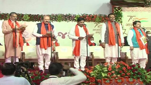 गुजरात का नया मंत्रिमंडल: CM भूपेंद्र भाई पटेल की पूरी टीम नई, कुल 24 मंत्रियों ने ली शपथ, जानिए इन्हें