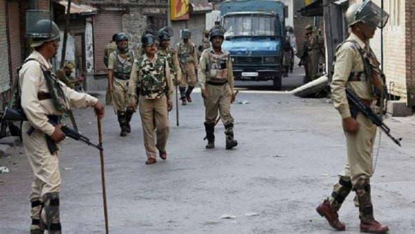 ये भी पढ़ें: जम्मू कश्मीर: श्रीनगर में सुरक्षाबलों से घिरने पर पिस्टल और एके-47 छोड़कर फरार हुए आतंकी