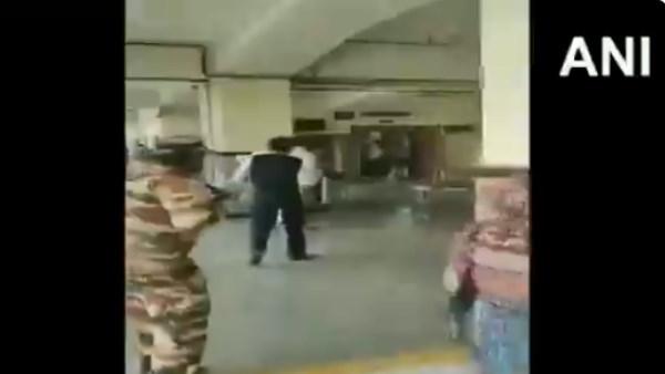 दिल्ली के रोहिणी कोर्ट शूटआउट का वीडियो आया सामने, चलती गोलियों के बीच दहशत से भागते दिखे लोग