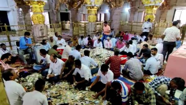राजस्थान के सांवलिया जी मंदिर के दानपात्र में मिले साढ़े चार करोड़ नकदी, सोने का बिस्किट व अमरीकी डॉलर