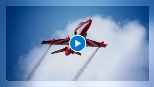 1971 की जंग में पाकिस्तान को धूल चटाने की 50वीं बरसी के मौके पर वायुसेना ने चंडीगढ़ की झील के ऊपर करतब दिखाए, देखें एयर शो