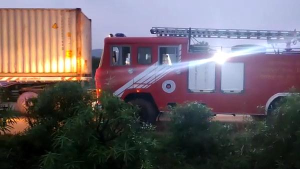 इसे भी पढ़ें- जयपुर में दर्दनाक सड़क हादसा, दो ट्रकों के बीच में फंस गई कार, चार लोगों की मौत