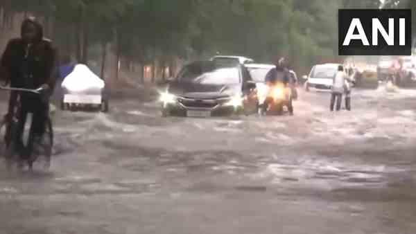 ये भी पढ़ें:- UP Weather Alert: मूसलाधार बारिश ने उत्तर प्रदेश में ढाया कहर, अलग-अलग हादसों में 30 लोगों की हुई मौत