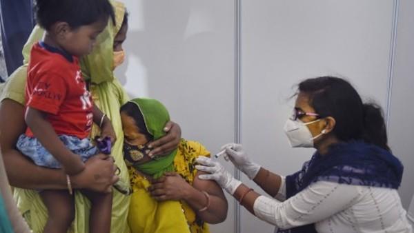 अगले हफ्ते भारत में वैक्सीनेशन का आंकड़ा होगा 100 करोड़, स्वास्थ्य मंत्रालय कर रहा जश्न की तैयारी
