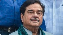 Shatrughan Sinha Louds Congress Says Nation Can Not Run Without Gandhi