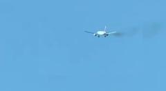Video: उड़ान भरते ही विमान के इंजन में लगी आग, पायलट की सूझबूझ ने बचाई 347 यात्रियों की जान