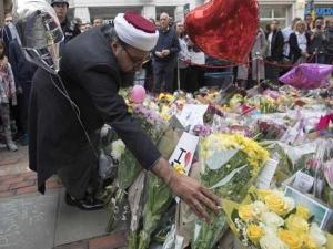 मैनचेस्टर आतंकी हमले में घायलों की मदद करने वाले पाकिस्तानी मूल के डॉक्टर को कहा आतंकवादी, गो बैक