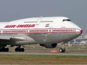 IGI एयरपोर्ट पर समान ढोने वाले ट्रैक्टर से टकराया एयर इंडिया का विमान