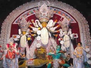 दुर्गा मूर्ति विसर्जन मामला: कलकत्ता हाईकोर्ट ने पूछा- दो समुदाय त्योहार साथ क्यों नहीं मना सकते
