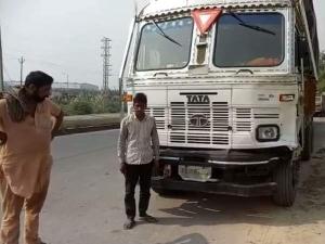 शनि देव का दर्शन कर दिल्ली लौट रहे युवक और दो बहनों को ट्रक ने रौंदा