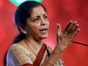 वाड्रा के आर्म्स डीलर से लिंक पर चुप क्यों हैं सोनिया-राहुल, निर्मला सीतारमण ने किया 'अटैक'