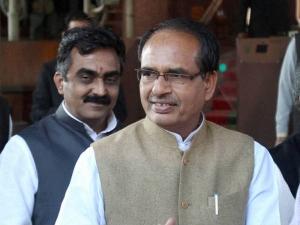 महाराष्ट्र के बाद मध्य प्रदेश में किसानों की पदयात्रा, सीएम शिवराज ने ताबड़तोड़ की घोषणाएं