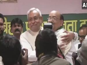 जीतन राम मांझी के खासमखास नरेंद्र सिंह जेडीयू में शामिल, नीतीश ने दिलाई सदस्यता