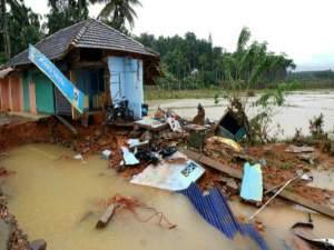 केरल बाढ़: जानें कौन दे रहा, कितनी मदद