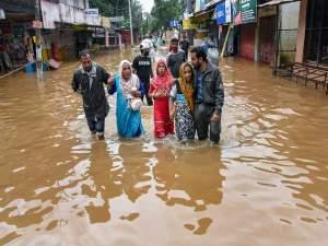 'केरल के हिन्दू खाते हैं बीफ इसलिए आई है यहां विपदा'