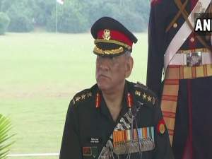 पाकिस्तान के साथ बोली और गोली एक साथ संभव नहीं: जनरल रावत