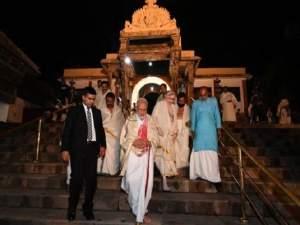 पीएम मोदी के साथ मंदिर में प्रवेश से रोका गया: शशि थरूर