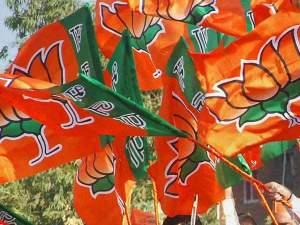 BJP का आरोप, अधिकारियों ने हटाए वोटर लिस्ट से लोगों के नाम