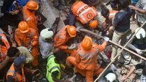 BMC ने बताया- चेतवानी के बाद भी बिल्डिंग में रह रहे थे लोग