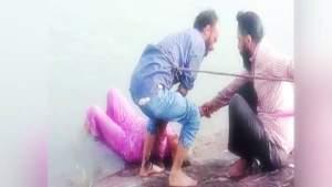 सिख युवकों ने पेश की मिसाल, पगड़ी उतार बचाई महिला की जान