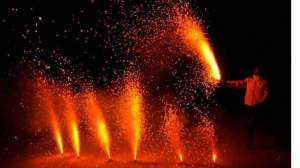 यहां धड़ल्ले से हो रहा प्रदूषण फैलाने वाले पटाखो का कारोबार