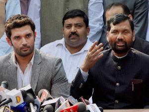 चुनाव से पहले ही बिहार में सीएम को लेकर NDA में विवाद