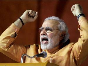 दिल्ली दंगल के अंखाड़े में कूदे मोदी, रैली कर मांगा वोट