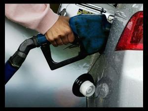 बजट के बाद पड़ी महंगाई की मार, पेट्रोल-डीजल दोनों हुए महंगे