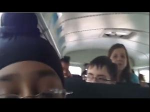 Video: साथी कहते रहे टेररिस्ट, बच्चा हंसकर डालता रहा