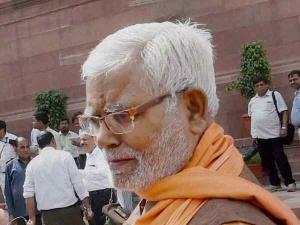 अब भाजपा सांसद ने एयरपोर्ट पर दिखाई धौंस