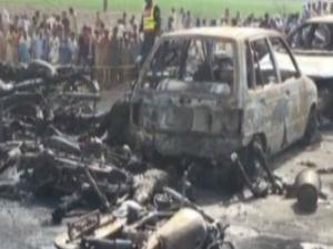 पाक के बहावलपुर में तेल टैंकर में लगी आग,100 लोग जिंदा जले